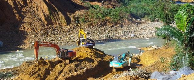 Cận cảnh những khối bê tông 'khủng' nghi vùi lấp nạn nhân mất tích ở Rào Trăng 3