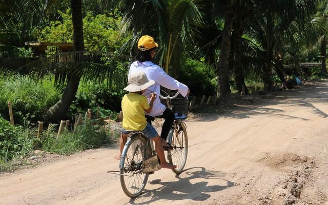 Xót thương gia cảnh ông bà nội ngoài 70 tuổi nuôi 4 cháu mồ côi ở Kiến Thụy (Hải Phòng)