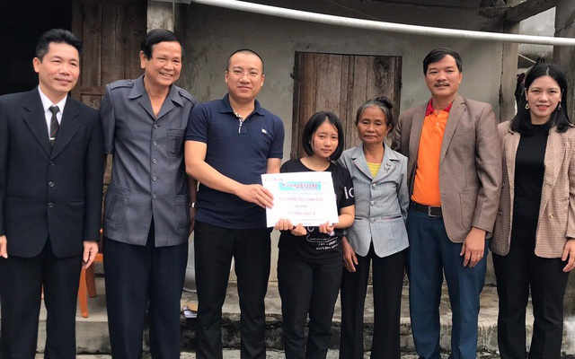 Cô sinh viên nghèo không có tiền nhập học nhận được hơn 400 triệu đồng từ những tấm lòng hảo tâm