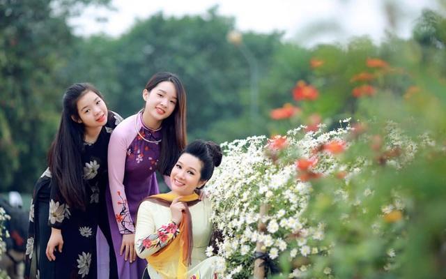 Nghệ sĩ Thanh Thanh Hiền chia sẻ chuyện không sinh thêm con dù có 2 con gái