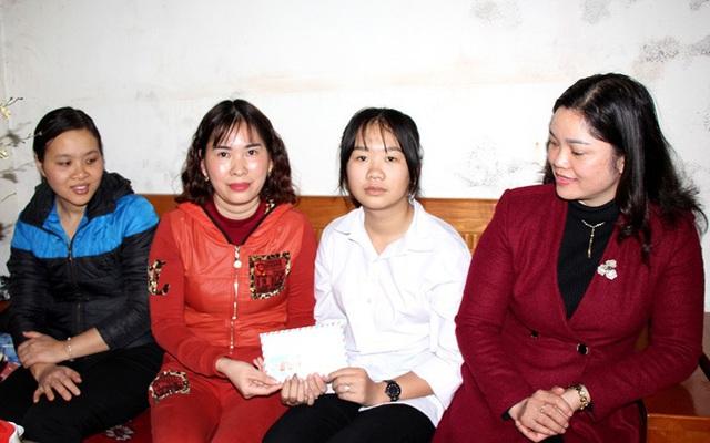 Tình người lan tỏa đến với nữ sinh lớp 11 mồ côi bố mẹ ở Hải Dương
