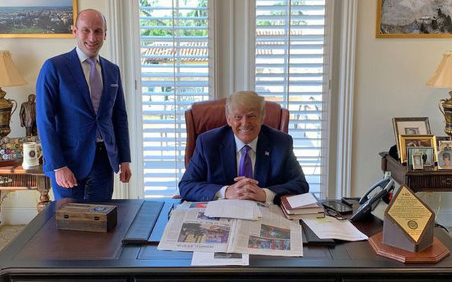Vật đáng chú ý trên bàn làm việc mới của ông Trump