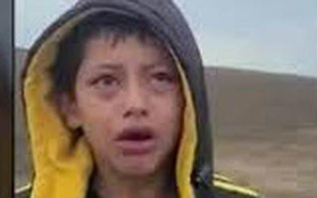 Cậu bé đi bộ cả đêm qua sa mạc sau khi bị bỏ rơi ở biên giới Mỹ