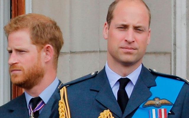 Hoàng tử William và Harry không đi cạnh nhau trong tang lễ ông nội