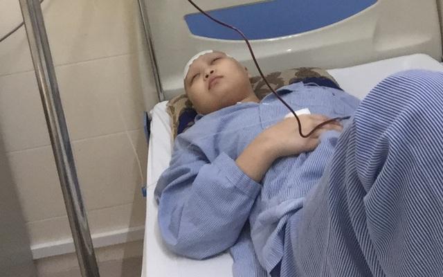 Mắt mờ, yếu nửa người vì bệnh u não, nữ sinh 14 tuổi ước mong một ngày được nhìn thấy ánh mặt trời