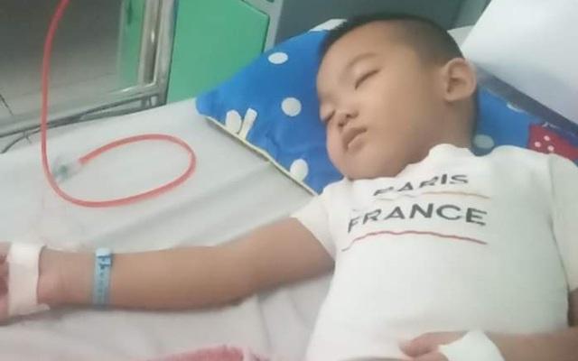 Người mẹ nghèo đau đớn khi có một con bị trầm cảm, một con bị ung thư không tiền chữa trị
