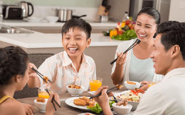 Đâu rồi câu chuyện rôm rả trong những bữa cơm chiều?