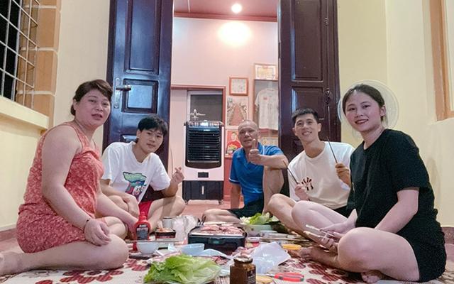 Đình Trọng đưa bạn gái về nhà ăn cơm