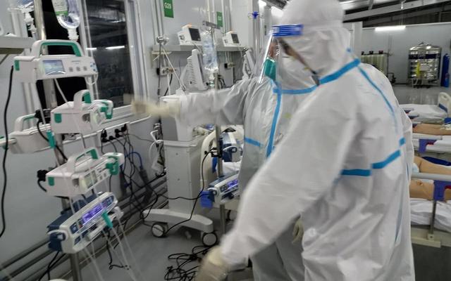 Gian khổ đến mấy cũng không từ chối cứu chữa bệnh nhân COVID-19