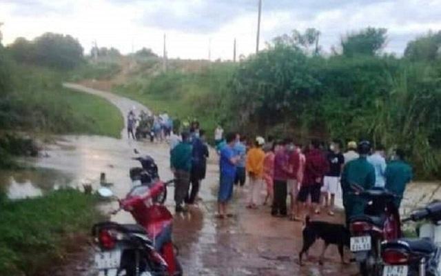 Qua tràn lúc nước lớn, người đàn ông 57 tuổi bị cuốn trôi cùng xe máy