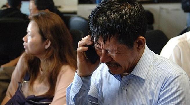 Máy bay AirAsia mất tích: Gia đình 10 người thoát nạn nhờ trễ giờ bay