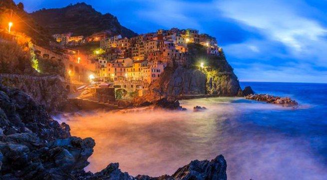 Vẻ đẹp mê hoặc của các ngôi làng cheo leo bên vách đá