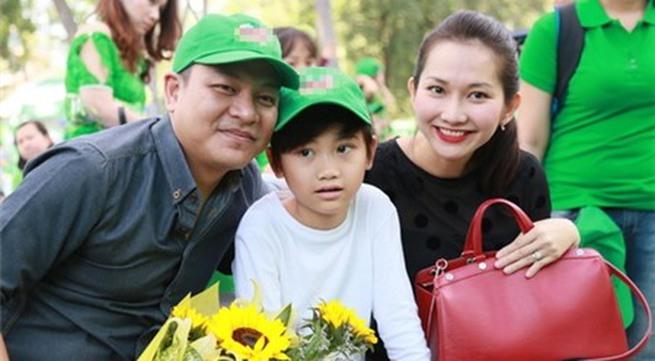 Kim Hiền hạnh phúc khoe bụng bầu 3 tháng bên chồng con