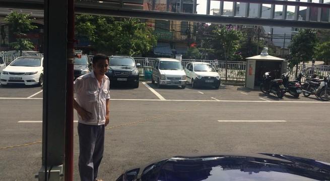 """Bị """"chém đẹp"""" tại bãi đỗ xe cao tầng hiện đại nhất Thủ đô"""
