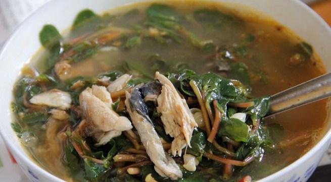 Lạ miệng với canh cá nướng rau sam