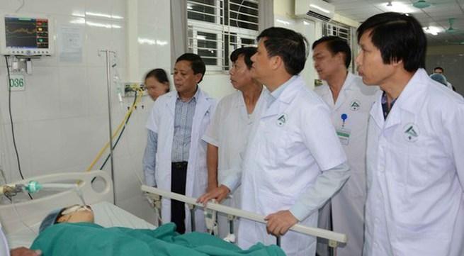 Tích cực cứu chữa nạn nhân vụ tai nạn giao thông tại Lào Cai