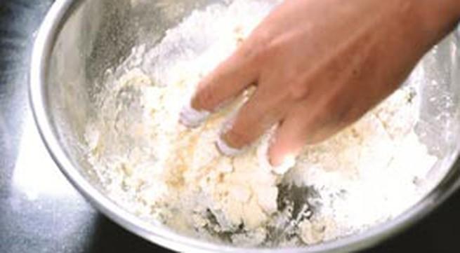Mẹo xử lý bột mì khi làm bánh