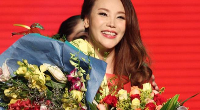 Hồ Quỳnh Hương bất ngờ thi tốt nghiệp