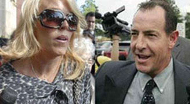 Vụ li dị của bố mẹ Lindsay Lohan gây xôn xao