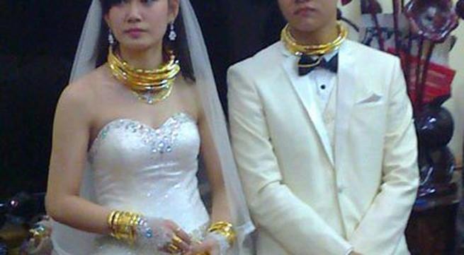"""""""Hoa mắt"""" vì vàng trong đám cưới """"khủng"""""""