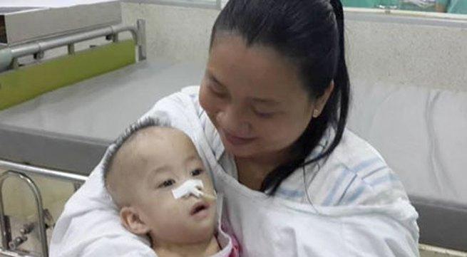 Hai bé song sinh được phẫu thuật tách rời sẽ đón Tết cùng bố mẹ trong... bệnh viện