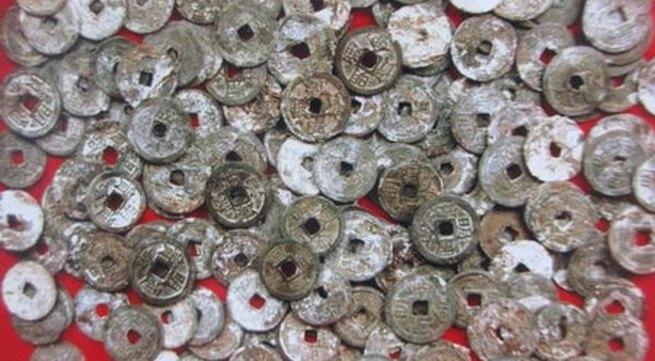 Đào được gần 4kg tiền cổ dưới móng nhà