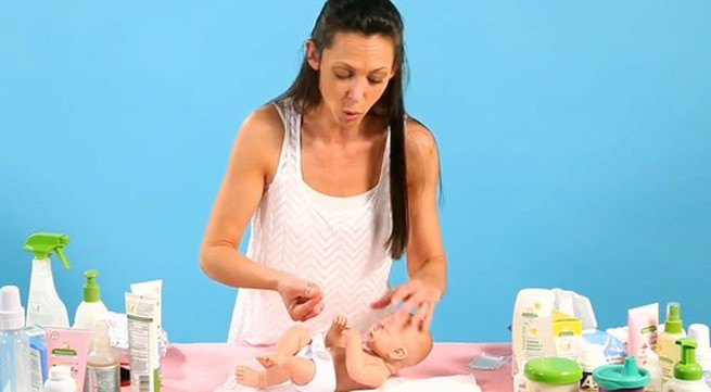 Hướng dẫn mẹ cách vệ sinh răng miệng cho bé