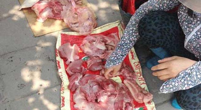"""Thịt bẩn, thủy sản lậu """"náo loạn"""" Hà Nội"""