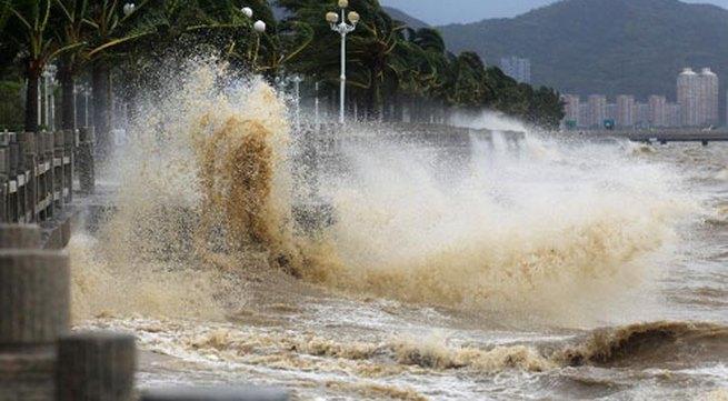 Cận cảnh sức tàn phá của bão Kalmaegi ở miền nam Trung Quốc