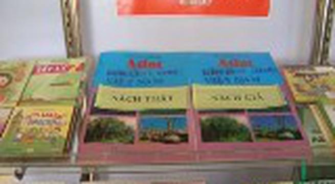 Sách giáo khoa lậu cũng có tem chống giả