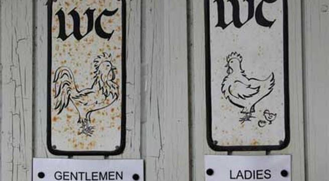 Những biển hiệu toilet kỳ quặc trên thế giới