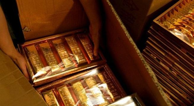 Đổ tiền mua iPhone, vàng thỏi, siêu xe đốt Tết Thanh minh