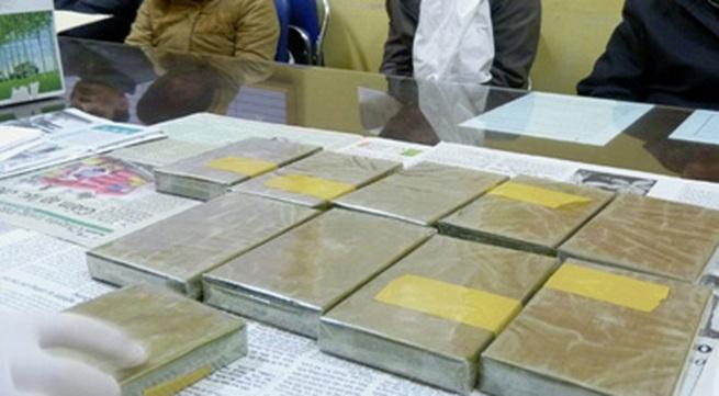 Nữ giáo viên giấu 40 bánh heroin trong ký túc xá