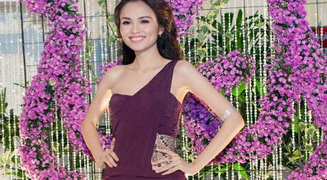 Hoa hậu Diễm Hương tổ chức sinh nhật hoành tráng toàn màu tím