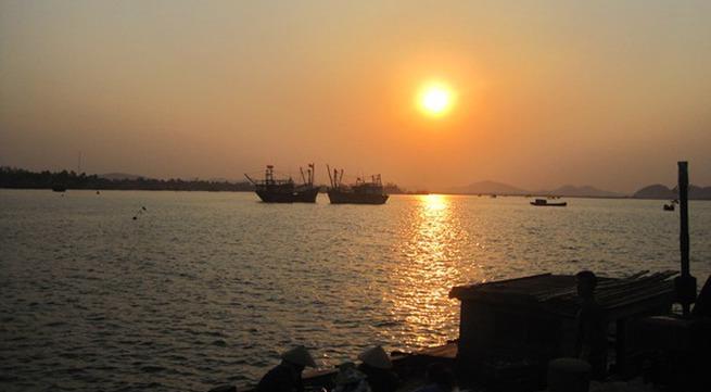 Nghệ An: Tàu cá bị đâm chìm, 1 ngư dân mất tích