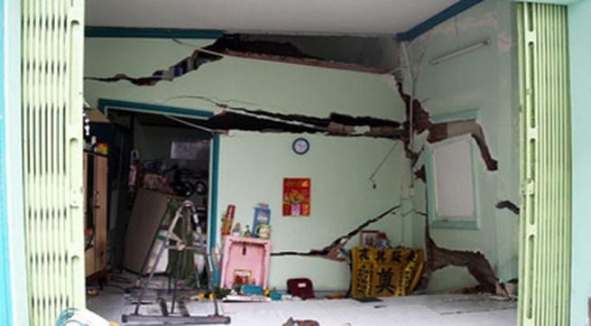 Sập nhà ở Sài Gòn, nhiều người tháo chạy
