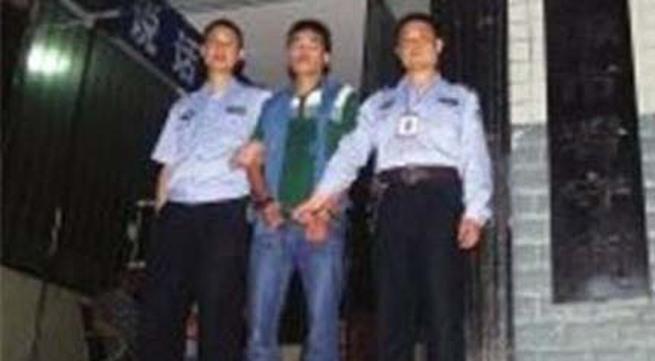 Vụ án kinh hoàng: Con trai thuê sát thủ giết cha và chị gái