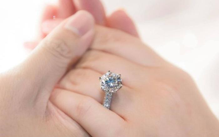"""Phan Thành công khai chiếc nhẫn kim cương """"siêu to"""" dành tặng Primmy Trương trong lễ ăn hỏi sáng nay - kết quả xổ số quảng nam"""