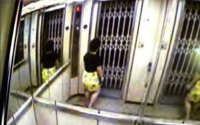 Bấm nhầm tầng thang máy, người phụ nữ rơi vào 'cái bẫy' kinh hoàng, 6 ngày mắc kẹt ở tư thế đứng và chết...