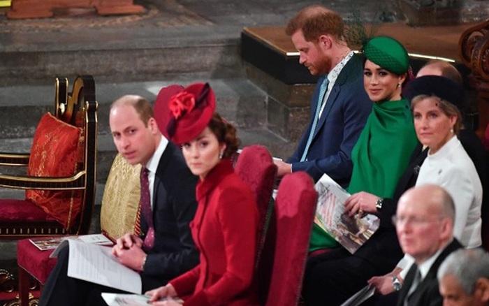Hoàng tử Harry 'tức giận vì bị gạt qua bên' trong sự kiện hoàng gia cuối