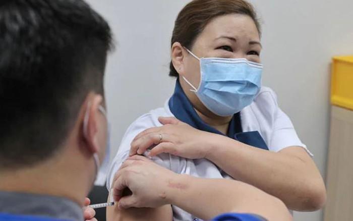 Cụ bà 70 tuổi kể lại trải nghiệm dương tính với Covid-19 dù đã tiêm đủ liều vaccine