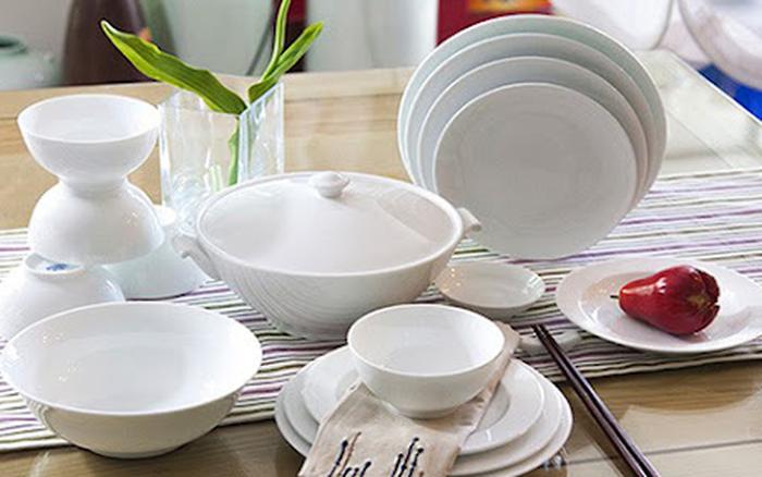 Bát, đĩa sứ dùng lâu ngày đầy vết rạn, đựng vội tốn tiền thay bát mới, hãy làm theo cách này