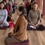 """Giải tỏa stress, """"sống chậm lại"""" sau đại dịch với Thiền Vipassana"""
